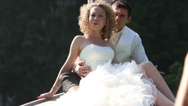 szőke menyasszony és a vőlegény jóképű