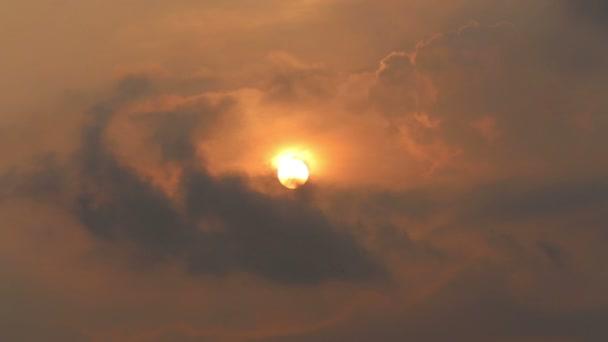 zlaté slunce obloha