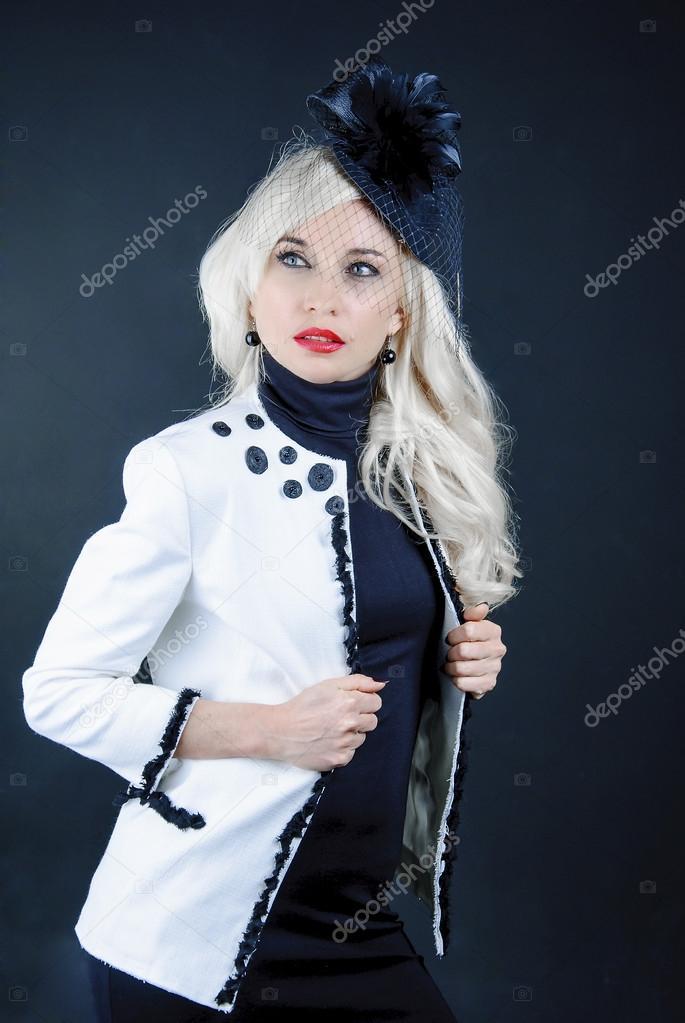aab560b1e0d7c2 depositphotos 55900279-stockafbeelding-stijlvolle-vrouw-in-een-hoed.jpg