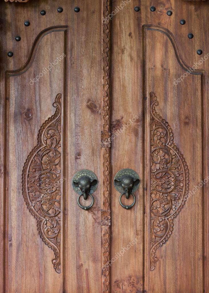 Vieille porte en bois avec poign e bronze l phant for Vieille porte en bois