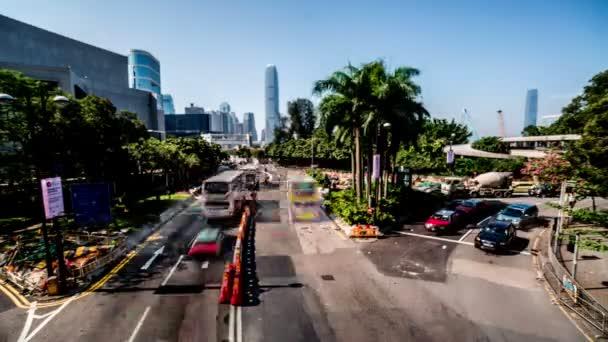 Busy provozu v Hong Kongu,
