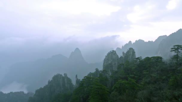 Plující oblak Yellow Mountain v provincii Anhui, Čína