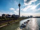 Blick auf Rheinturm und Medienhafen. Düsseldorf, Deutschland