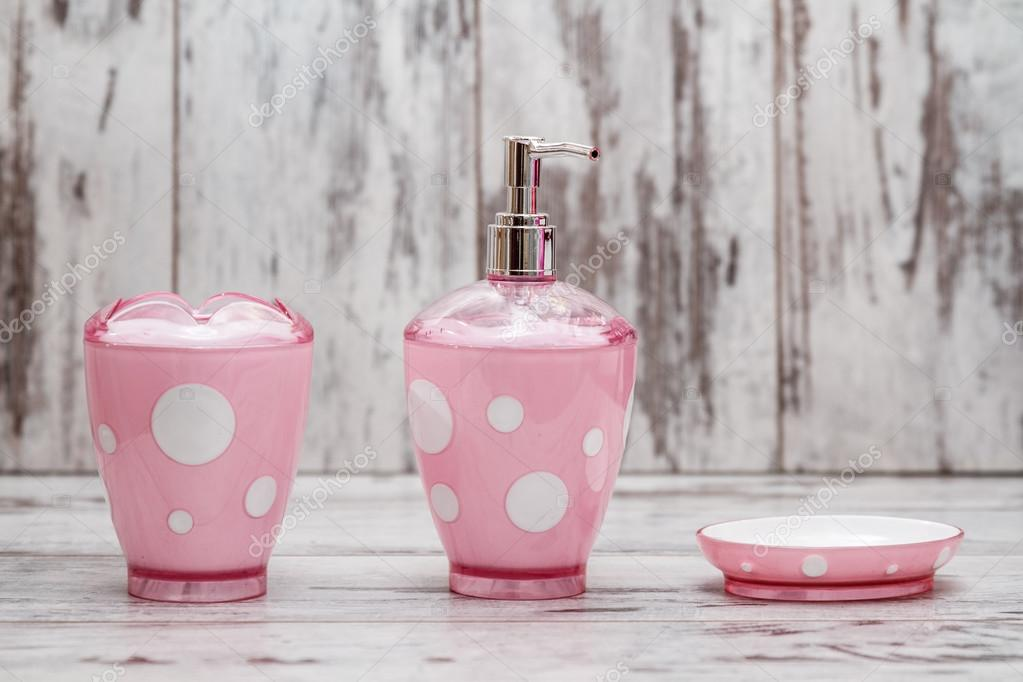 Set di accessori da bagno rosa carina — Foto Stock © hskoken #108629998