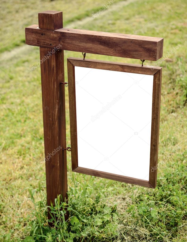 Tablero de madera en blanco en la naturaleza foto de - Tablero madera ...