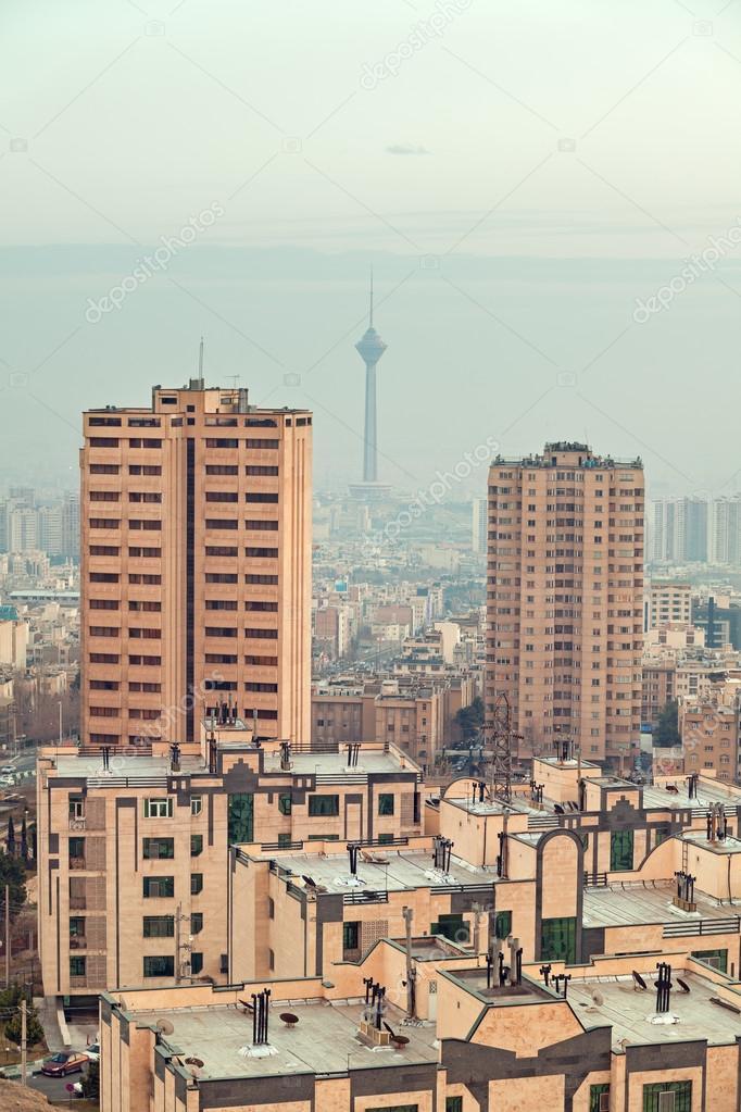 テヘランのスカイラインの 2 つ...