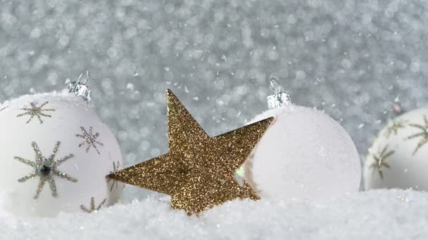 Christmas Still Life with Lights in Background and Snowflakes Falling. Super pomalý pohyb.