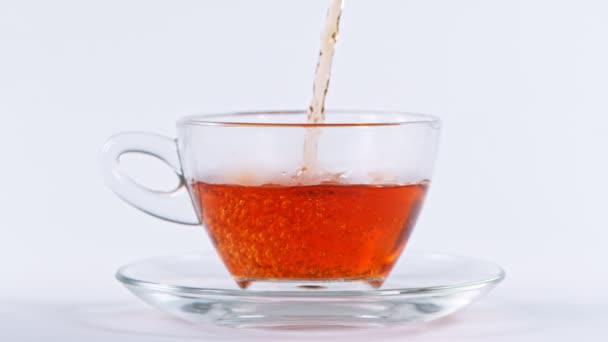 Super pomalý pohyb záběr nalévání čaje na 1000
