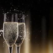 Fotografia Scanalature di champagne su fondo nero