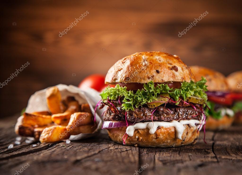 Close-up de hambúrgueres caseiros — Stock Photo © Kesu01 ...