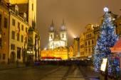 Staroměstské náměstí v Praze v zimní noci