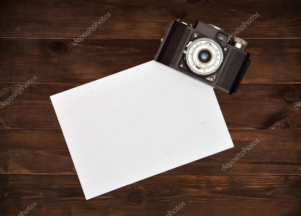 Vintage Kamera Und Weisses Papier Stockfoto C Vetkit 109573666