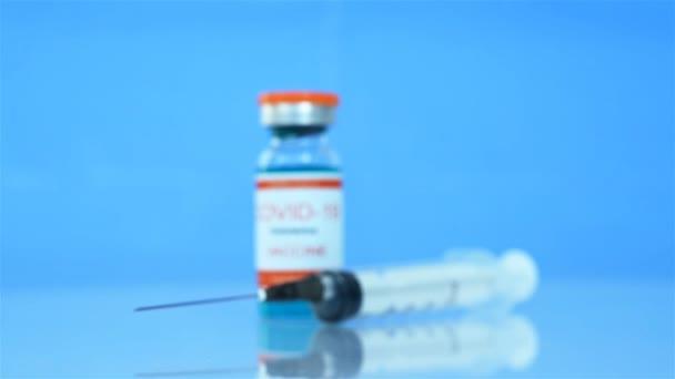 Coronavirus-Impfstoff Covid-19 und Spritze Injektion. Medizin und Corona-Virus-Infektionskonzept. Nahaufnahme