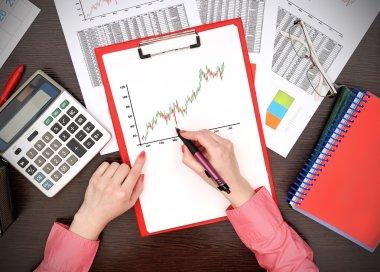 woman drawing stock chart