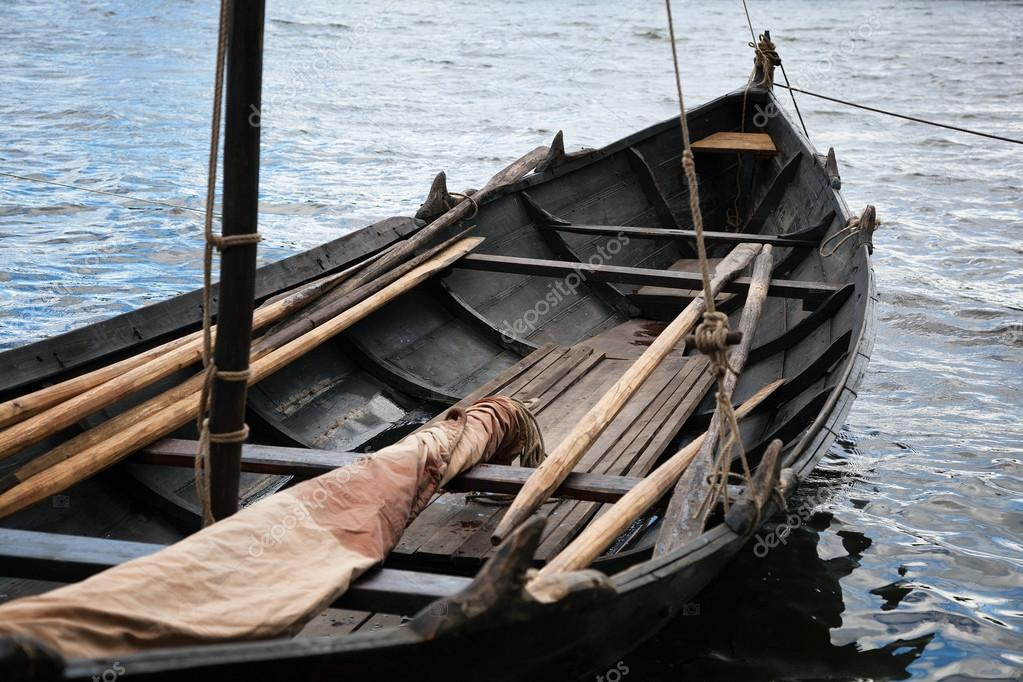old Viking boat. old wooden boat with oars — Stock Photo © Devin_Pavel #113542860