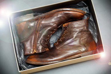 New fashion leather shoes brown vintage style in a box