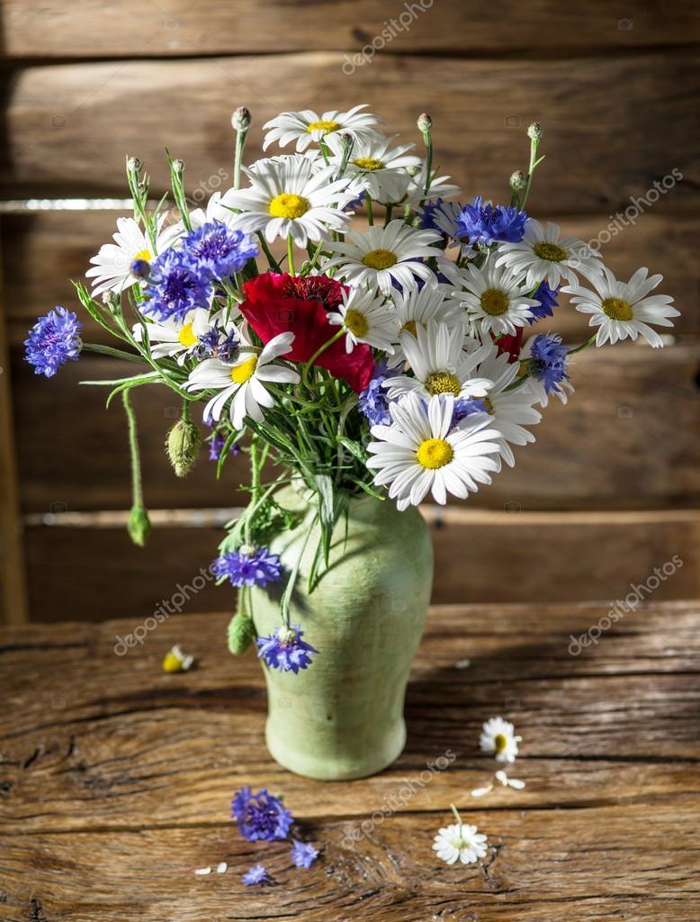Фото полевые цветы в вазе