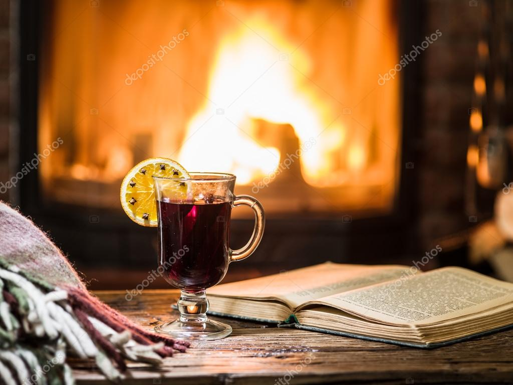 https://st2.depositphotos.com/1020804/11766/i/950/depositphotos_117663394-stock-photo-hot-mulled-wine-and-a.jpg