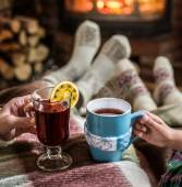 Fotografie Erwärmung und Kamin mit einer Tasse heißes Getränk entspannen