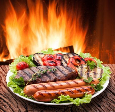 Grill: steak, sausage and vegetable on a plate.