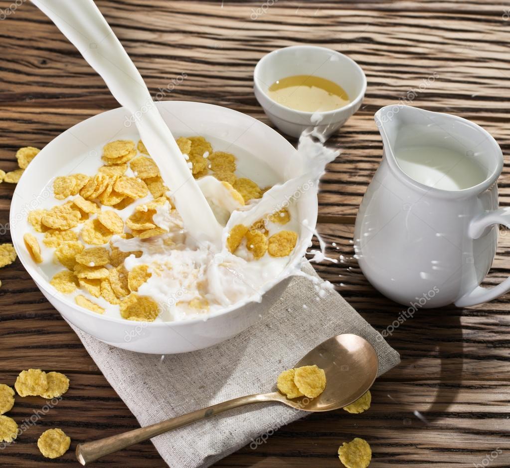 Leche Y Cereales Copos De Maíz
