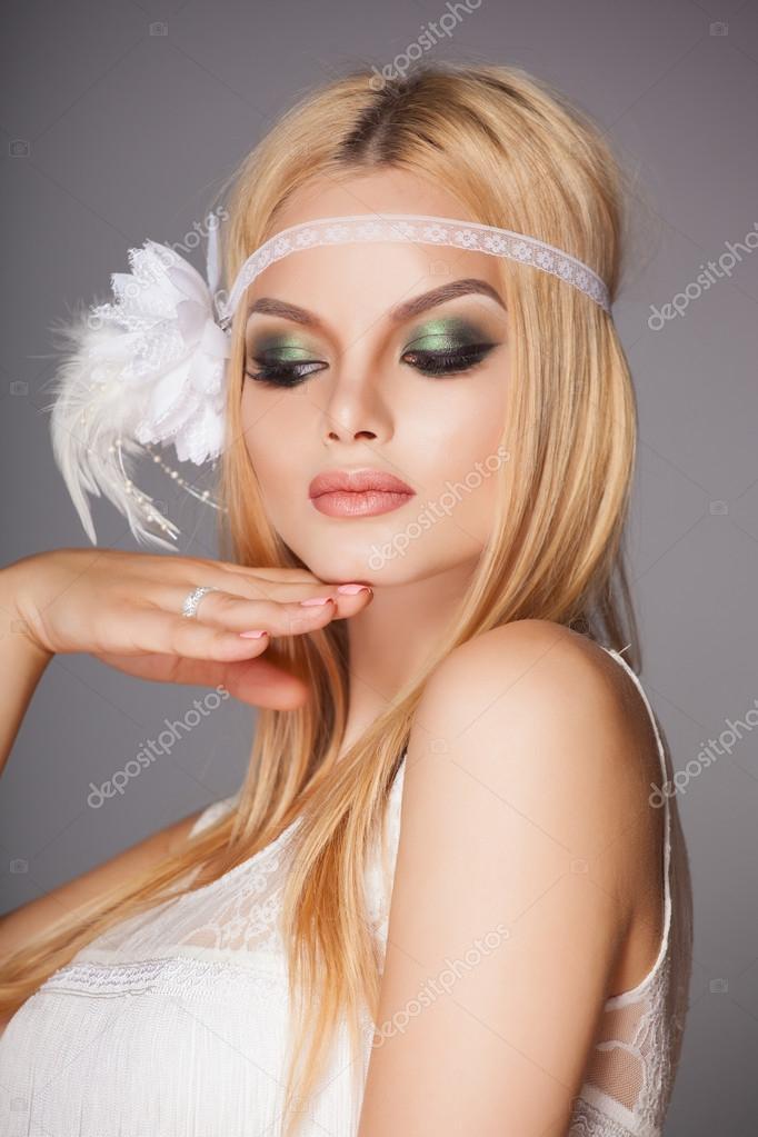 Linda Noiva Retr Com Maquiagem Moda Fotografias De Stock