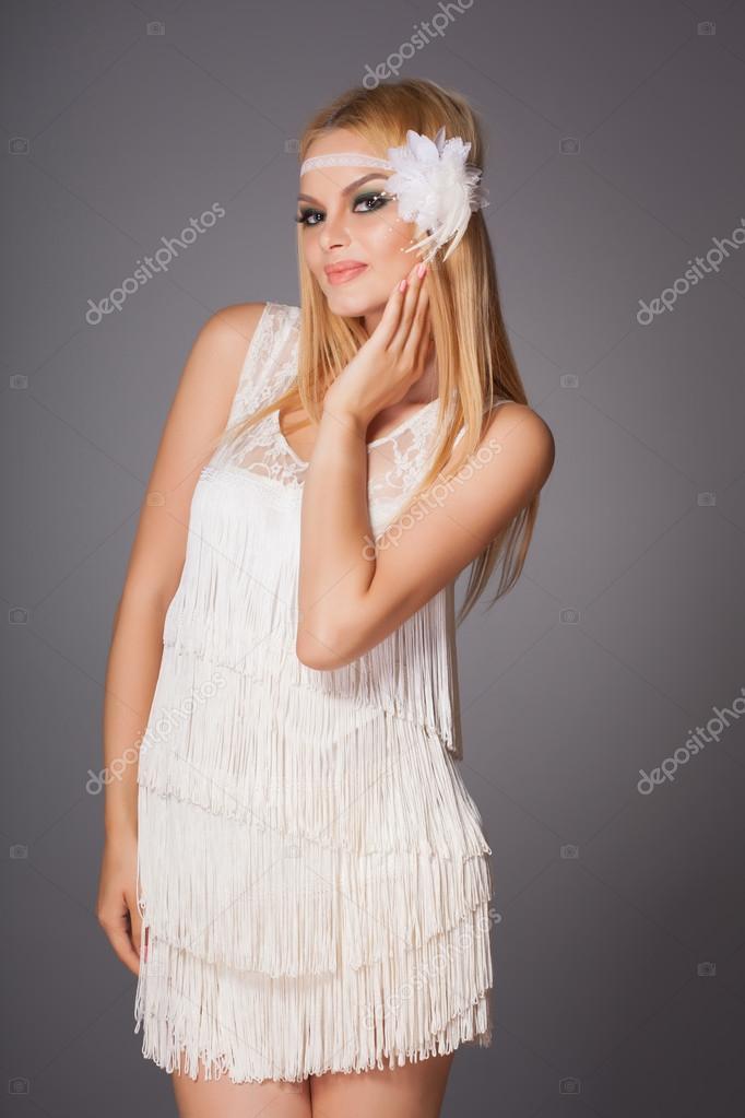 Linda Noiva Retr Com Maquiagem Moda Em Curto Vestido Vintage
