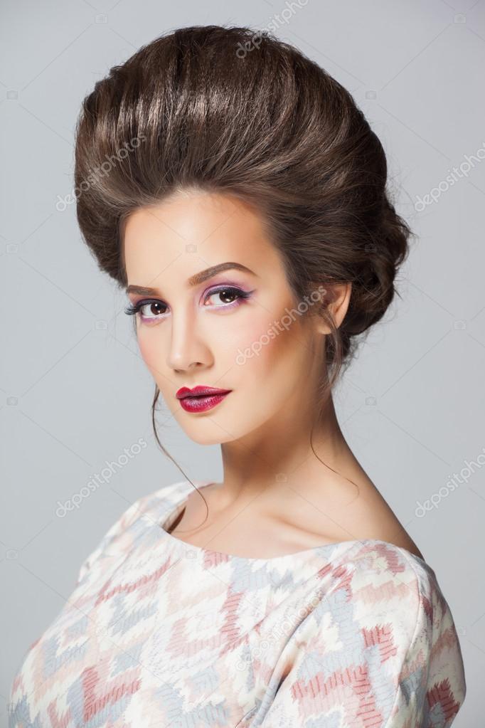 Moda Mujer Sexy En Vestido Largo Con Hermoso Peinado