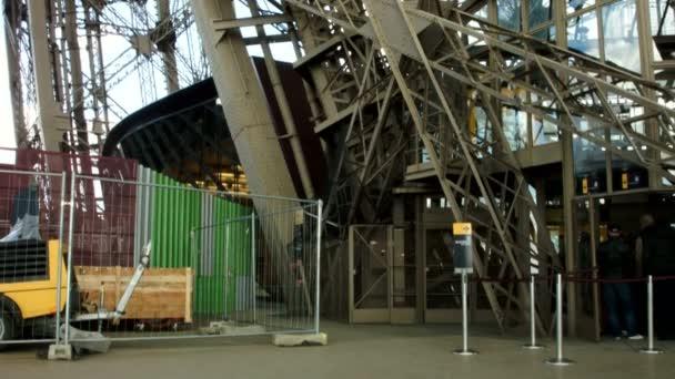 Eiffelova věž kovová konstrukce