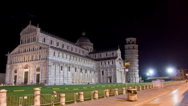 在比萨广场 dei miracoli