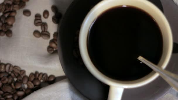 čerstvá káva uvařená.