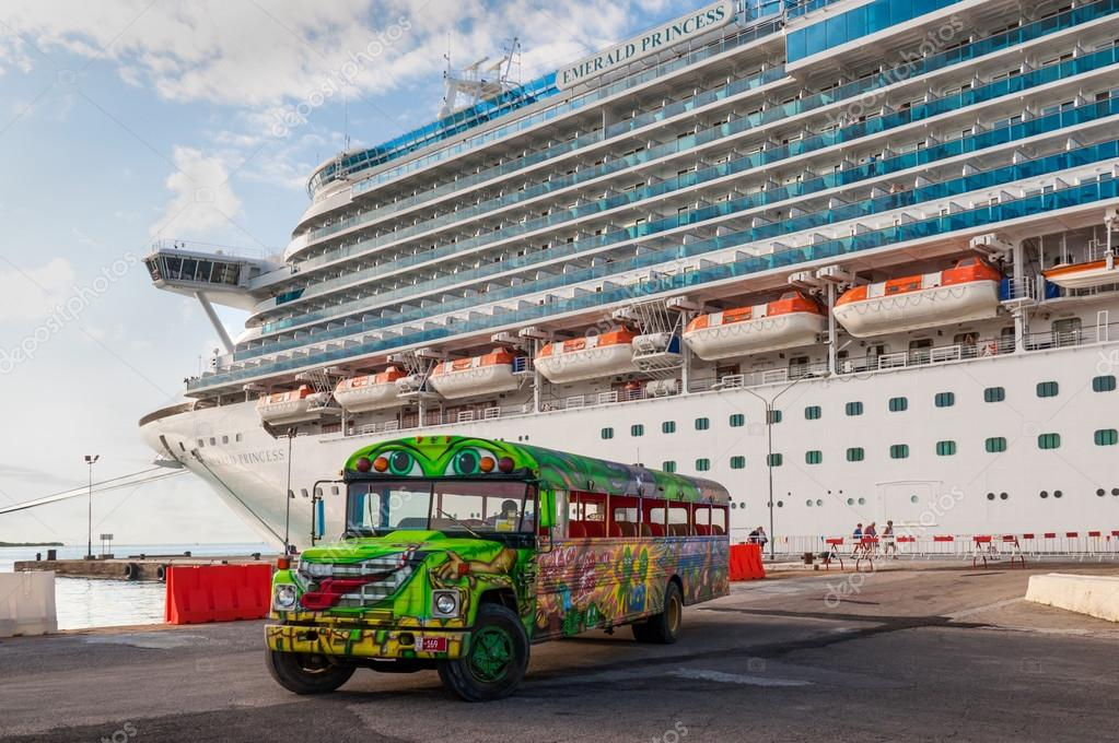 Cruise Ship In Aruba Stock Editorial Photo Valet - Cruise ships in aruba