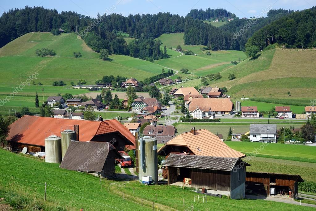 Aldea Suiza En Zona Rural De Suiza