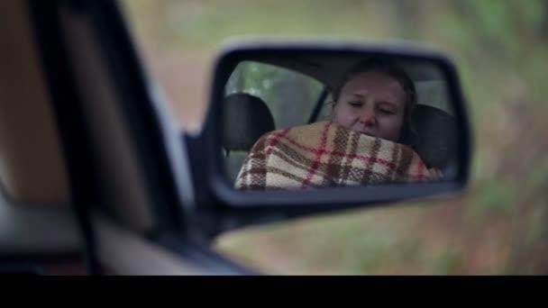 Ébresztő nő autó