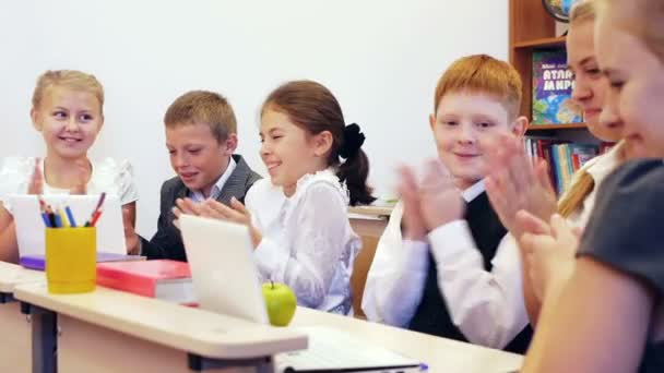 Schoolchildren clapping in the classroom