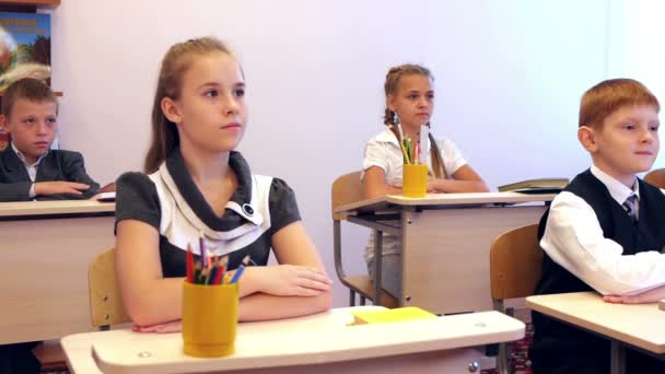 Děti odpověď během lekce