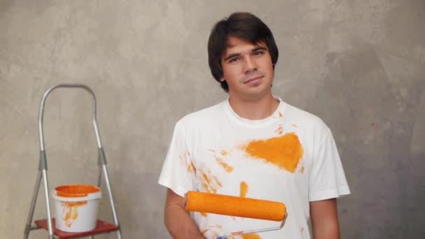 Man painting screen