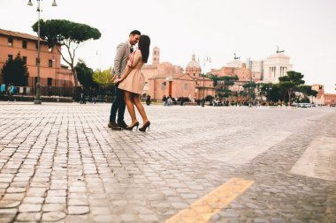 "Картина, постер, плакат, фотообои ""Счастливая пара в Риме"", артикул 104634772"