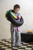 Fotografie Chlapec a pneumatiky