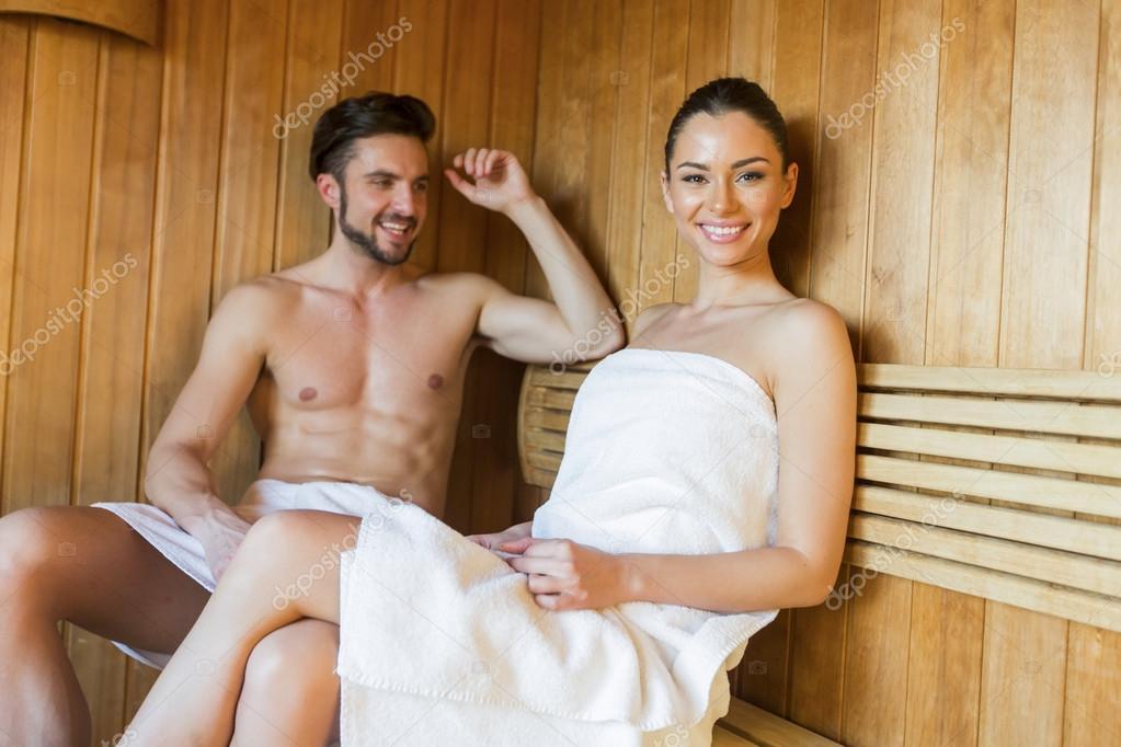 Пара влюбленных в бане