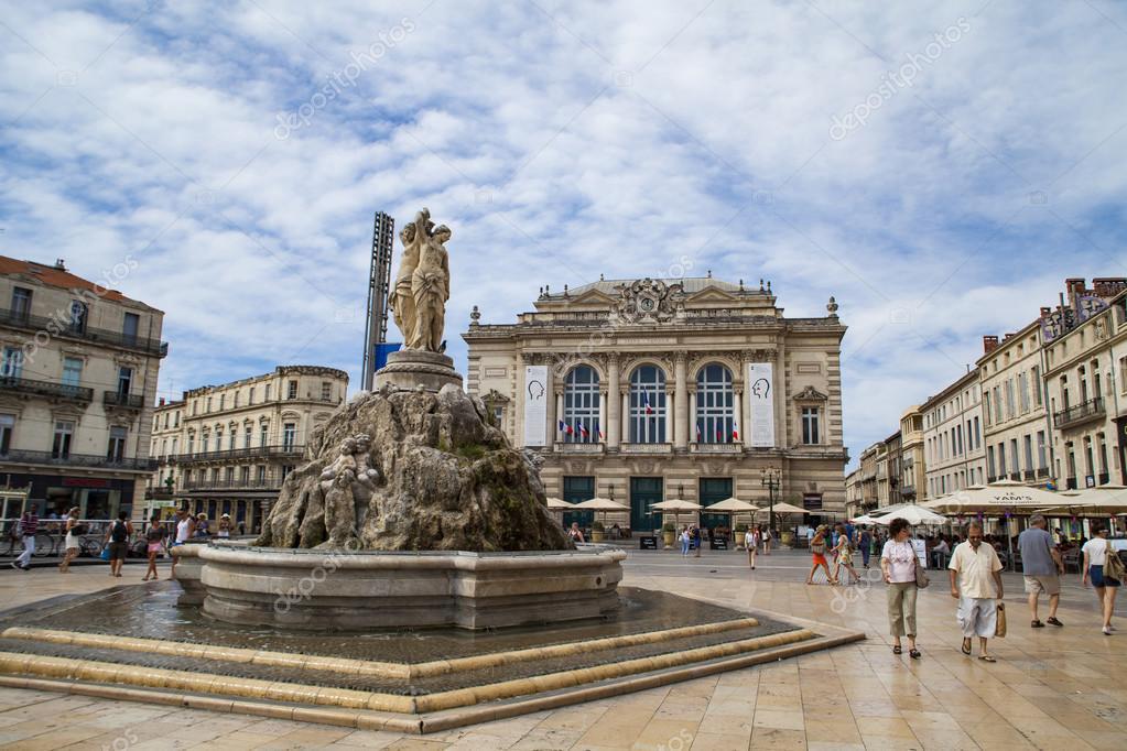 La fontana delle tre grazie foto editoriale stock - Piscine place de l europe montpellier ...