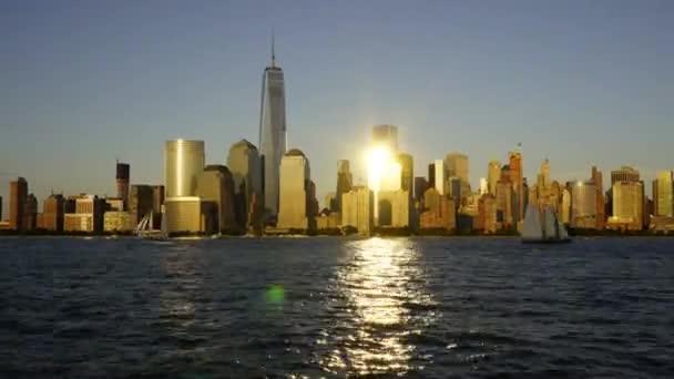 Manhattan, jak je vidět přes řeku Hudson z Hoboken, New York.