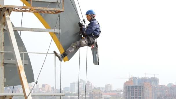 Průmyslové horolezce funguje ve výšce svar Design.