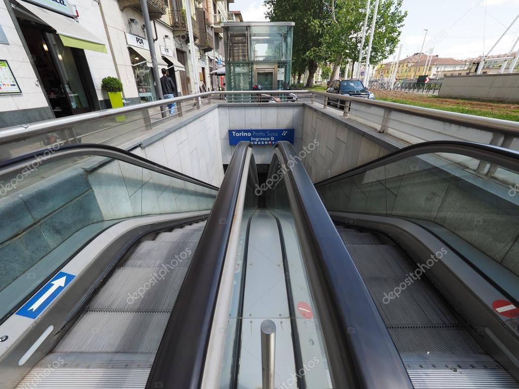 Stazione di Porta Susa a Torino — Foto Editoriale Stock ...