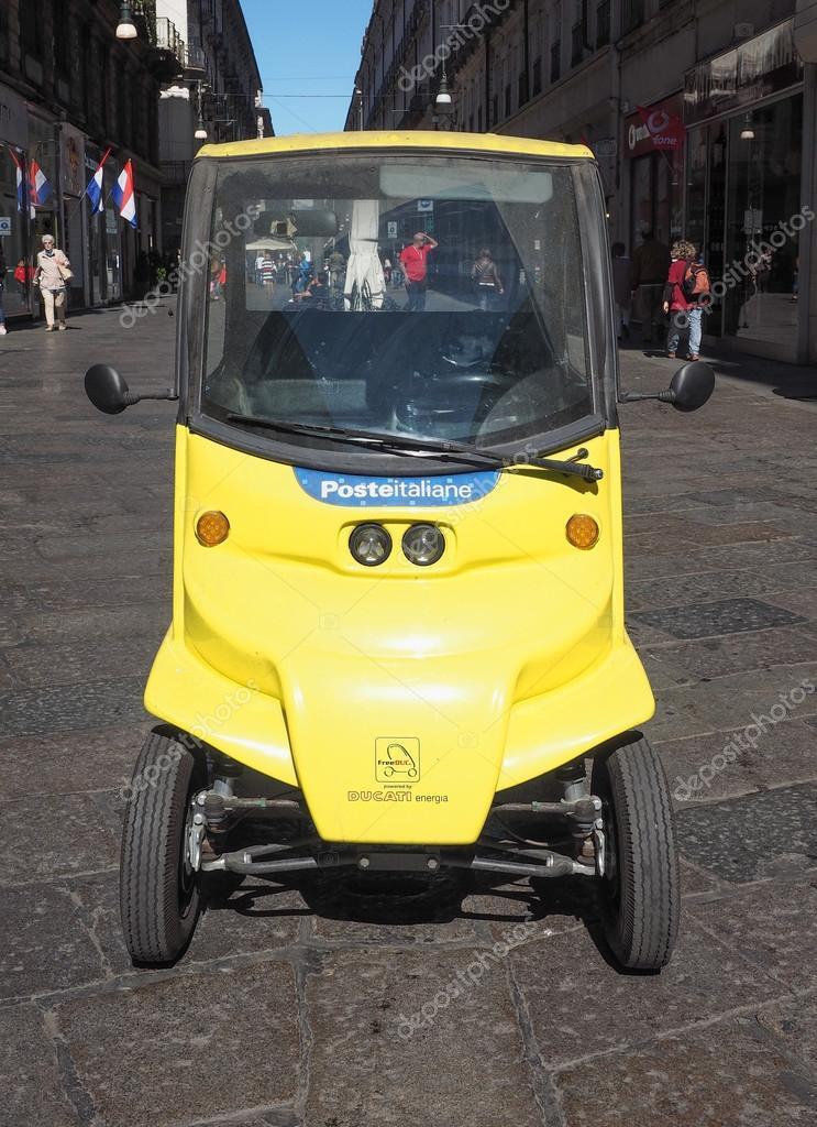 Auto elettrica di Poste Italiane per il recapito della posta — Foto Stock
