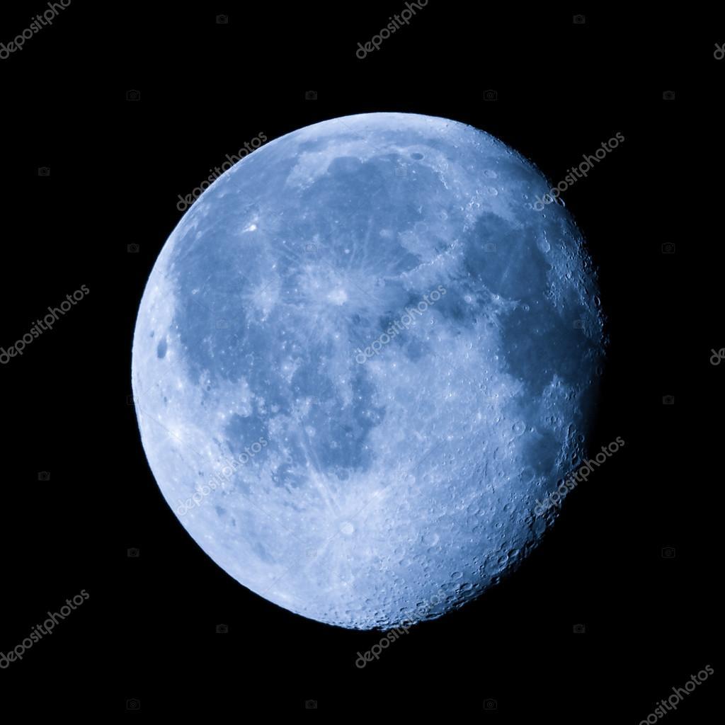 Foto: la luna cuarto menguante | Luna gibosa menguante — Foto de ...