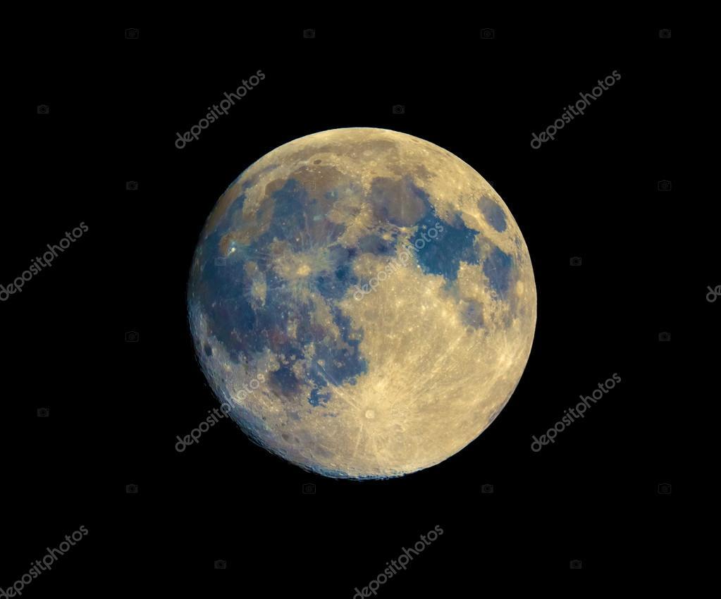 Vollmond mit teleskop verstärkten farben zu sehen u stockfoto