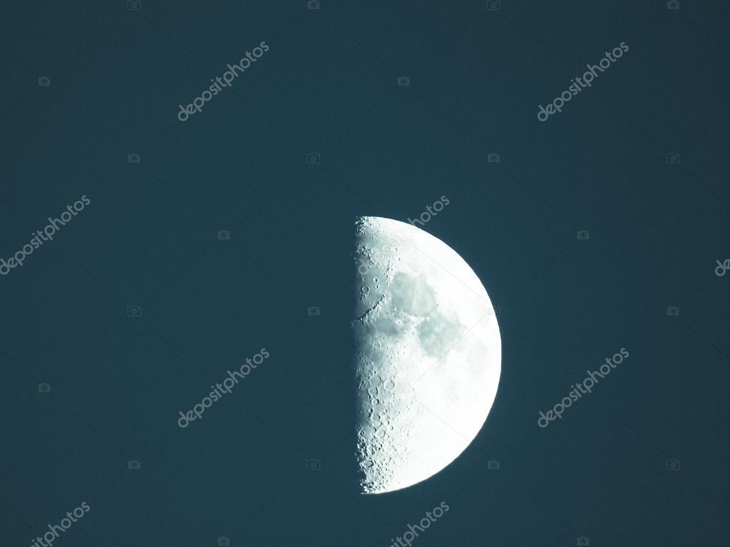 primer cuarto de luna — Fotos de Stock © claudiodivizia #72736419