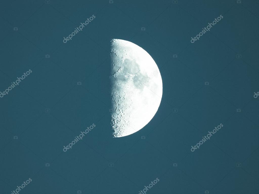 primer cuarto de luna — Foto de stock © claudiodivizia #73452209