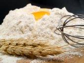 Fotografia Preparazione del pane con farina e uova